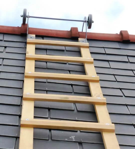 echelle de toit en bois
